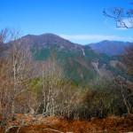 行者山山頂から石立山を望む