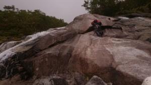 鏡の滝 スラブを登ると微妙に難しい