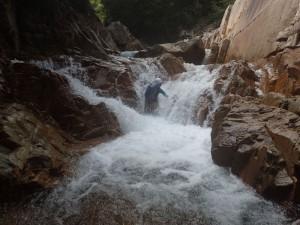 瀑流に果敢に挑む